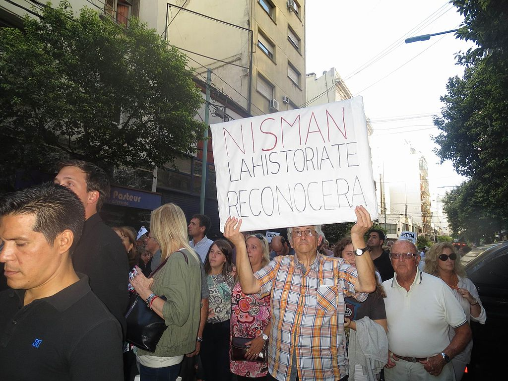 http://commons.wikimedia.org/wiki/File:2015_enero_Buenos_Aires_marcha_reclamando_Justicia_para_Nisman_(5).JPG