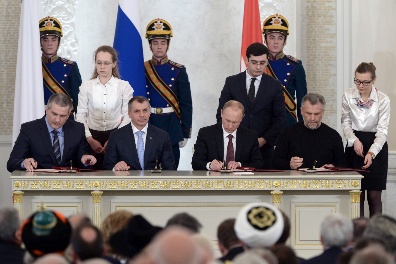 Putin_with_Vladimir_Konstantinov,_Sergey_Aksyonov_and_Alexey_Chaly_4